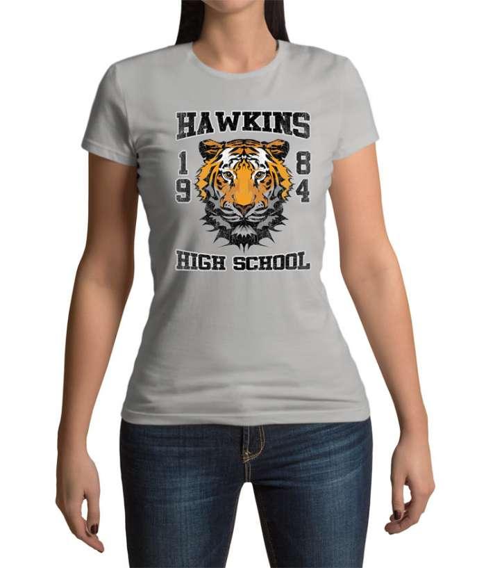 Camiseta chica Stranger Things logo Tiger Hawkings School ...