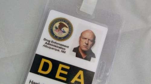Carnet identificativo Breaking Bad. Hank Schrader