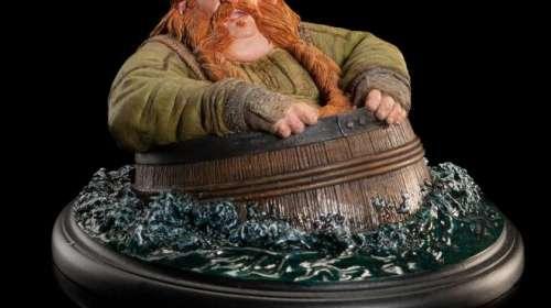 Estatua El Hobbit. La Desolación de Smaug. Bombur en barril 7 cm. Weta Collectibles