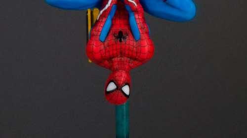 Estatua Spiderman 35 cm. Con luz. Collectors Gallery. Escala 1:8. Marvel Cómics. Gentle Giant