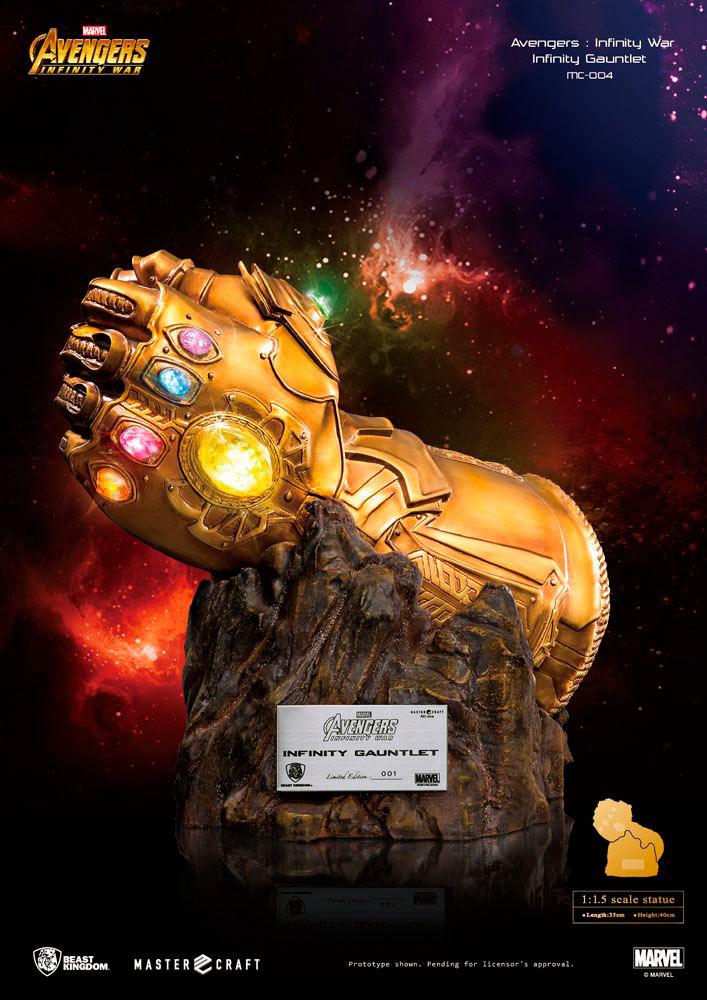 Guante Thanos 40 cm. Vengadores: Infinity War. Línea Egg Attack. Con luz. Beast Kingdom Toys